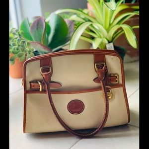 *RESERVED* ❤️ VINTAGE CREAM DOONEY & BOURKE PURSE